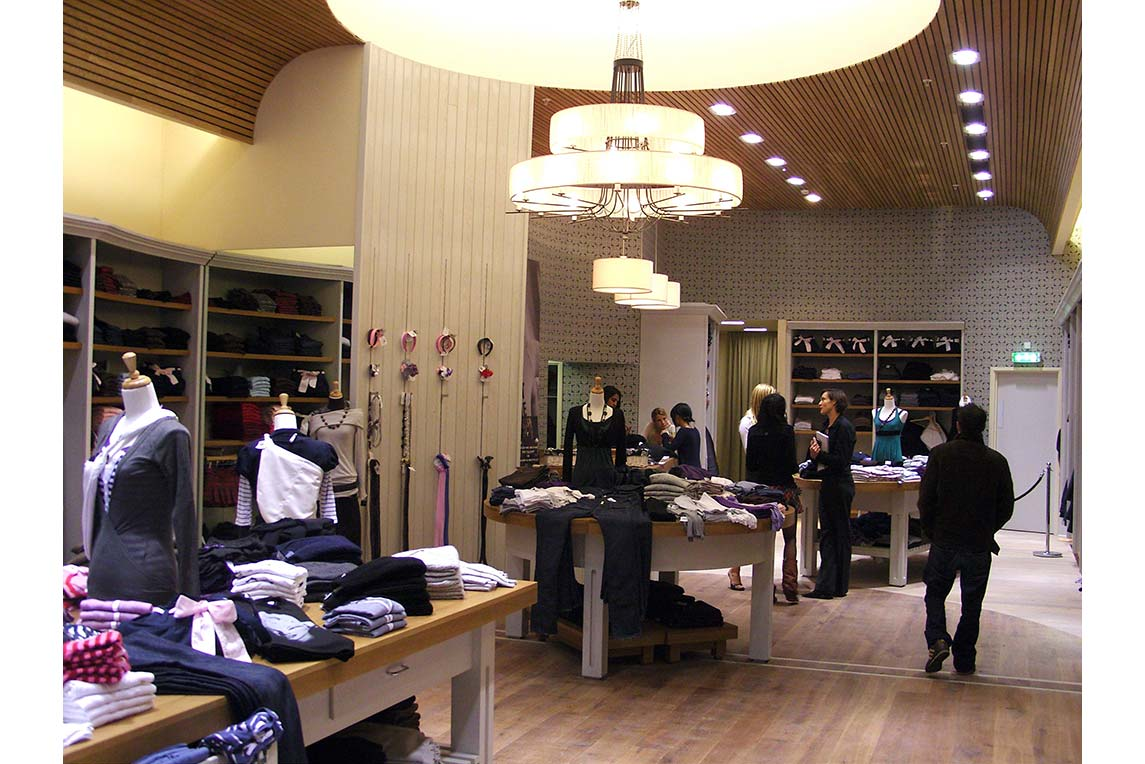 Brandy & Melville shop interior with customers. The shop is an exact copy to the drawings created by Stanza Design.