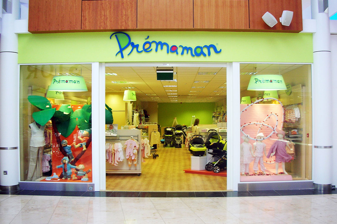 Colourful Prémaman shopfront invites mother to be to come in. The shop was designed by Stanza Design