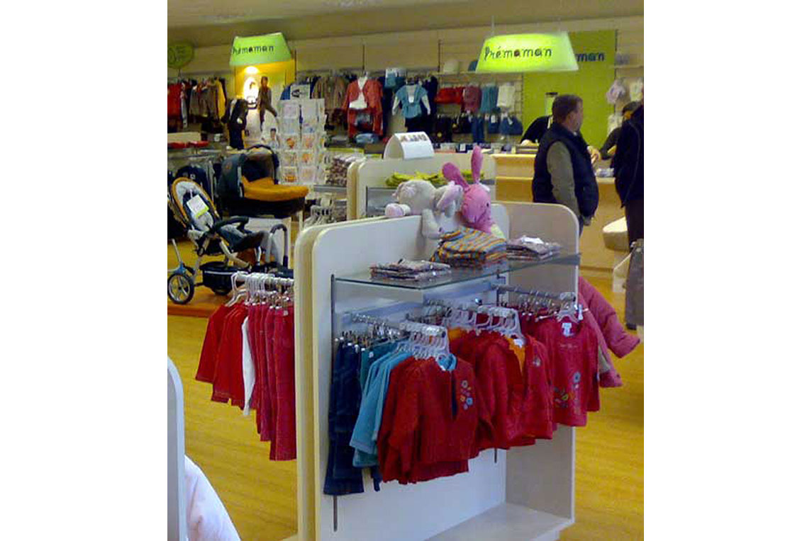 Prémaman Detail of modular display system for baby clothing designed by Stanza Design