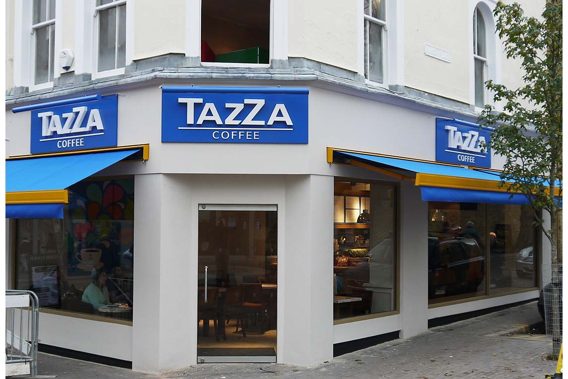 Tazza Coffee corner position gives it a high visibility on the high street designed by retail designer Stanza Design