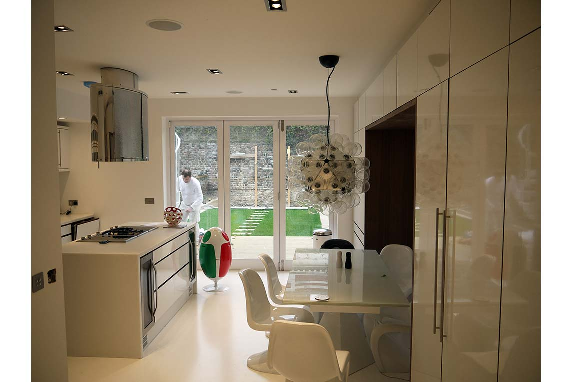 Contemporary open space kitchen design
