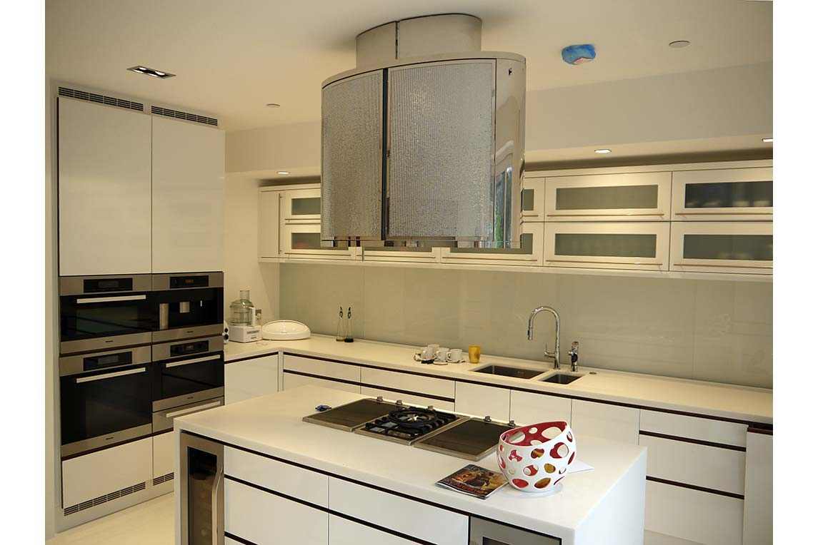 House, Chiswick - Contemporary kitchen island design