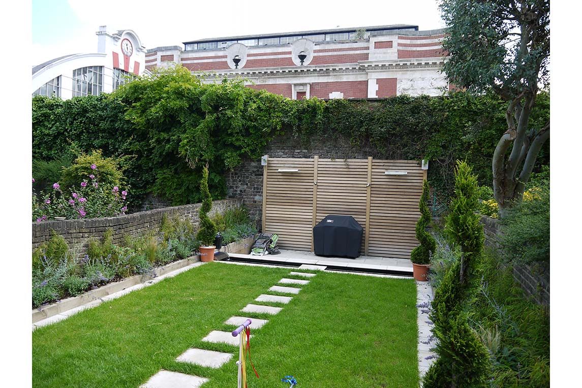 House, Chiswick - Exterior view - Garden design